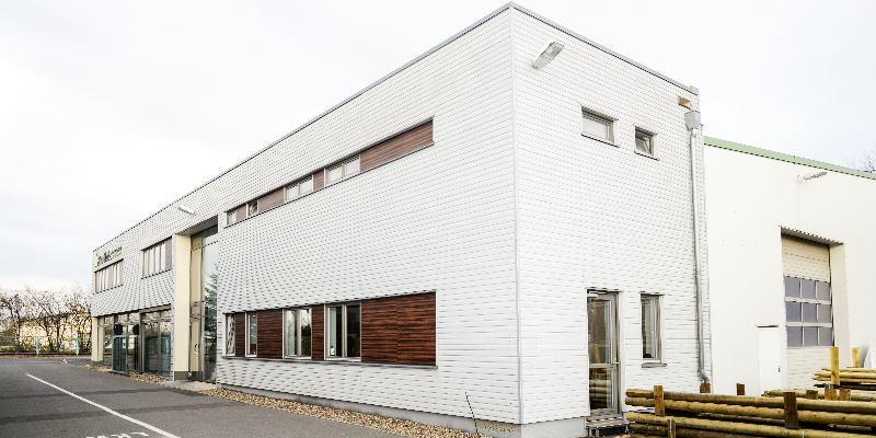 Rentsch Holzhandels GmbH Diese Produziert Uber Zwei Hundegger Abbundanlagen Ua Dachstuhle Und Einen Weinig Hobelautomaten Hobelware